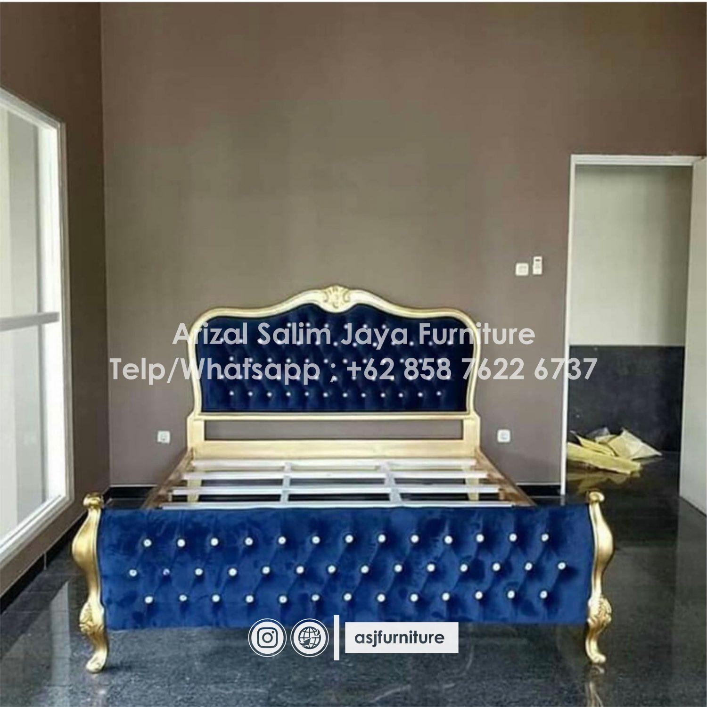 Tempat Tidur Klasik Sandaran